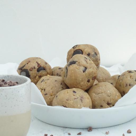 Cookie Dough Protein Balls (vegan, viel Protein, glutenfrei, ohne raffinierten Zucker)
