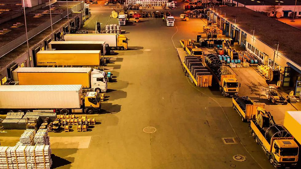 Zeitraffer Logistic LKW Nachtaufnahme