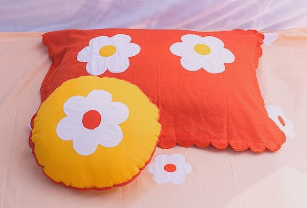 Flower appliqué bedsheet set