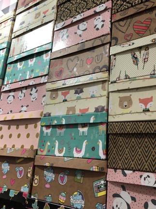Caixas de papelão decoradas