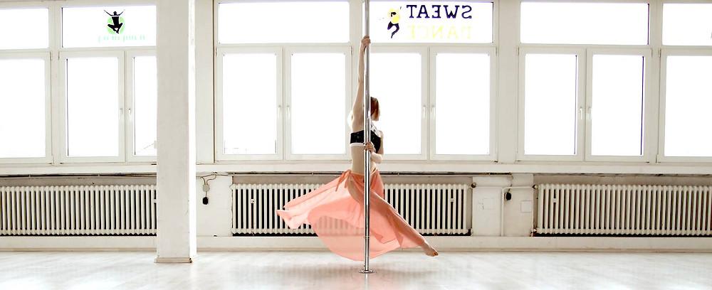 Lyrical Pole Dance Köln SweatnDance
