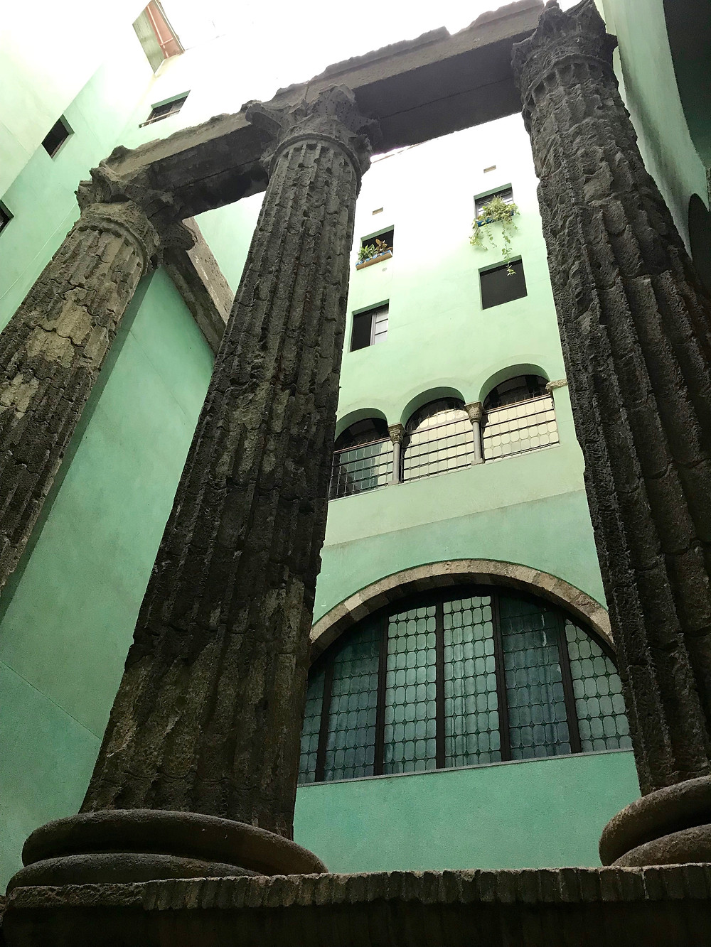 temple of augustus barcelona gothic quarter