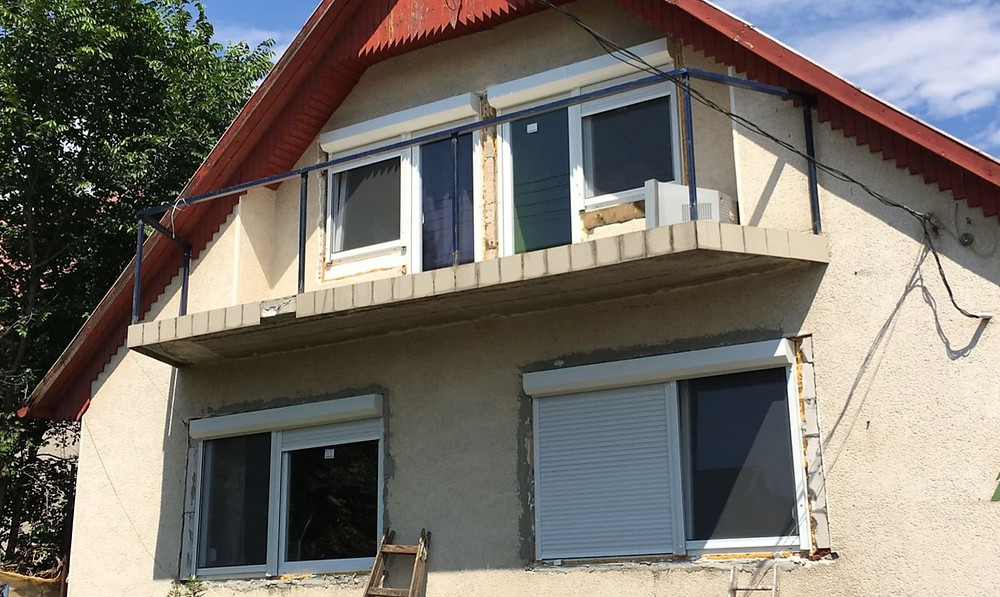 Nyílászárócsere, szúnyogháló és redőnybeépítés Pécelen családi házban