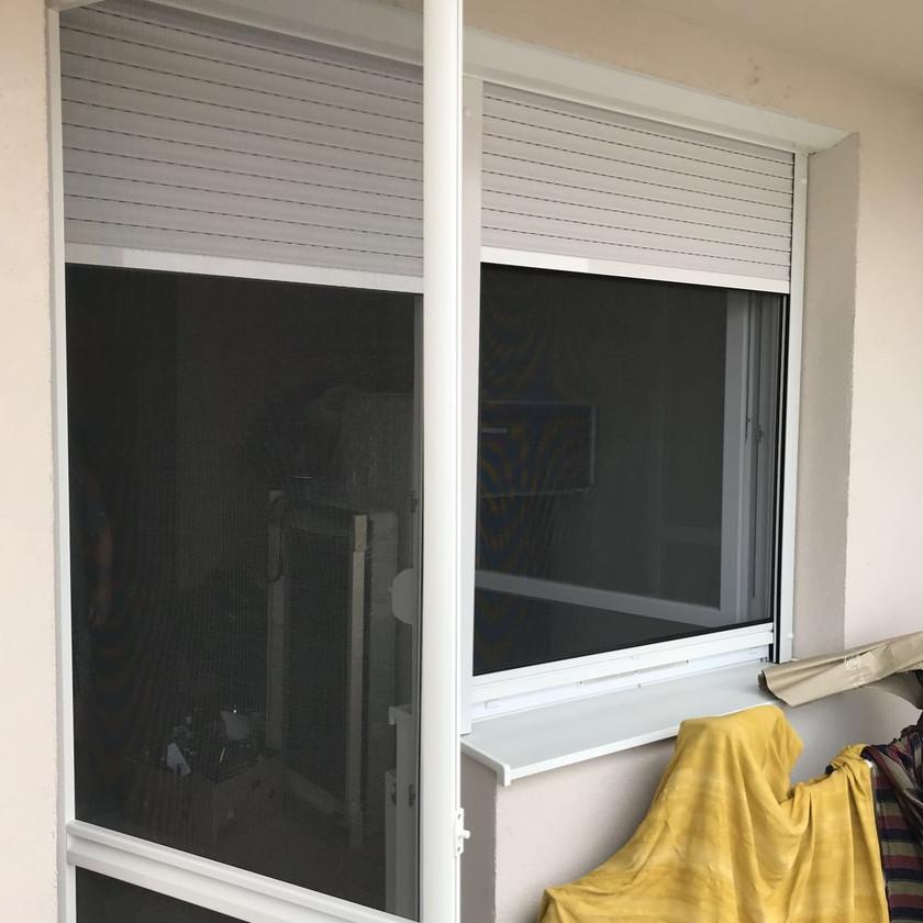 Redőnybeépítés szúnyoghálós ajtóval a Miskolci utcában, Budapesten