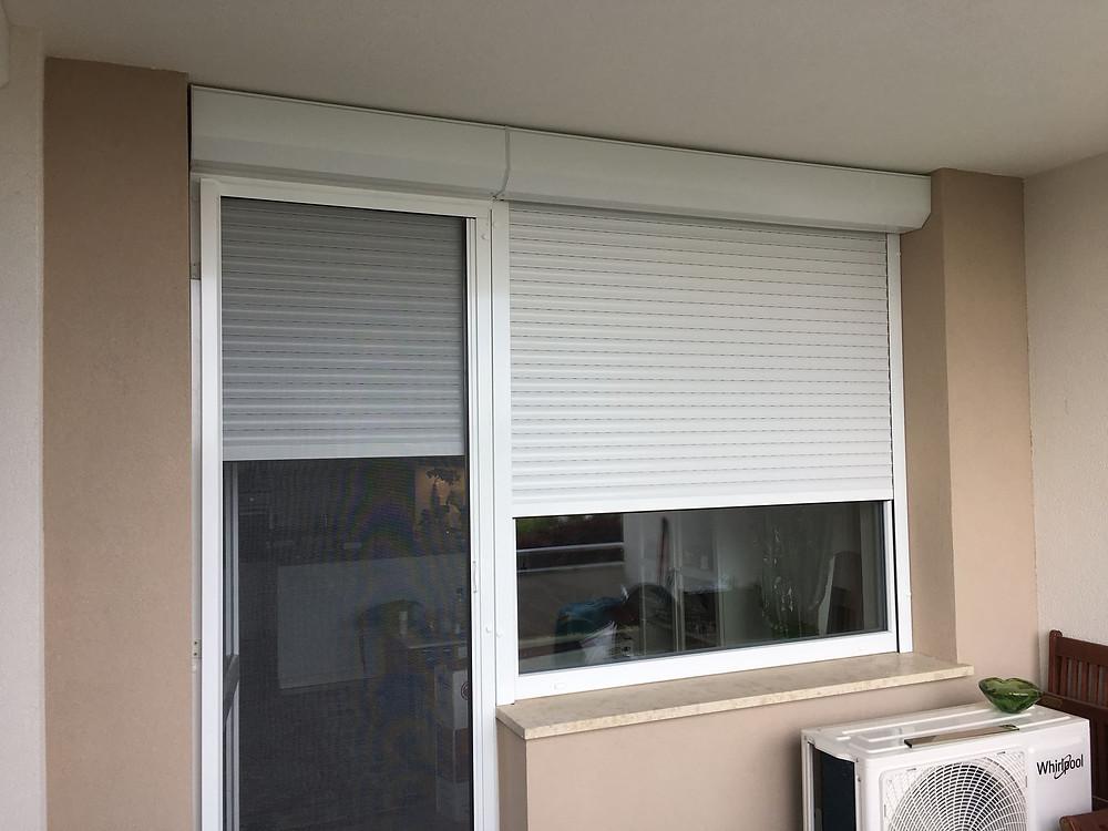 Alumínium redőny beszerelése elhúzós szúnyogháló ajtóval és mobil szúnyoghálóval