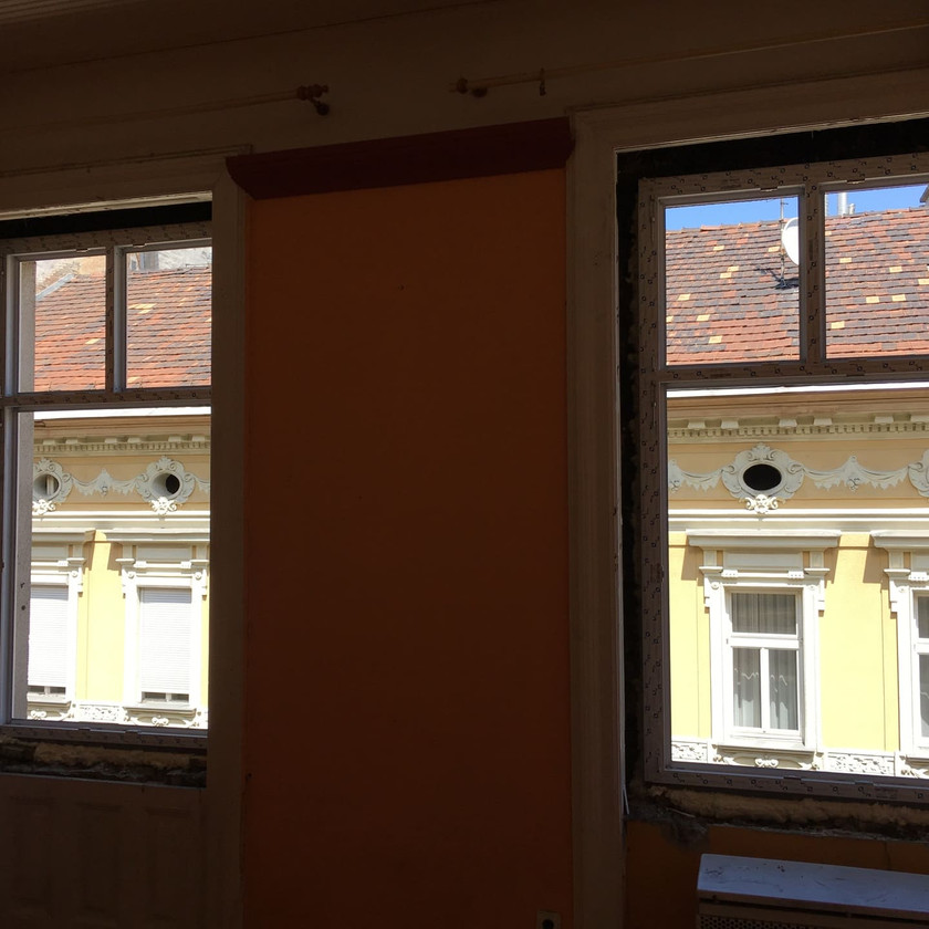 Nyílászárócsere, szúnyogháló, redőnybeépítés klasszikus épületben a Teréz körúton Budapesten - Csiziredőnyn