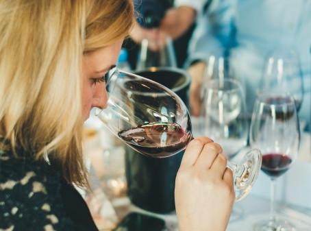 Associação de Escanções de Portugal, coordena o XI concurso de vinhos do Algarve.