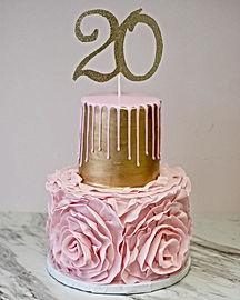 Twentieth Birthday Floral Drip Cake 😍💕