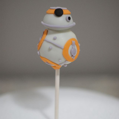 Close up on the Star Wars Cake Pops 🌟_-