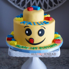 I love cakes with faces, they are just t