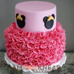 Minnie Mouse theme cake 😍 _email allyou