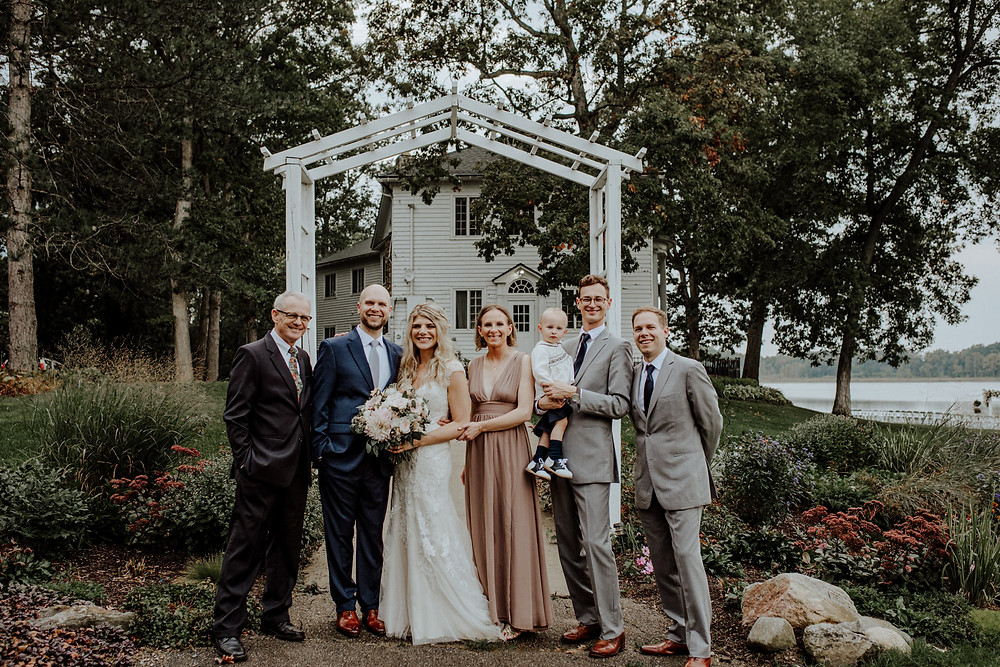 wedding photo at waldenwods in hartland, michigan taken by detroit area wedding photographer little blue bird photography