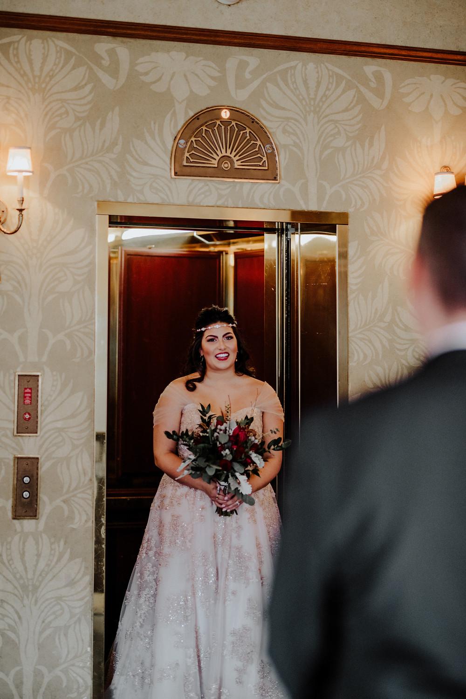 photo by little blue bird wedding photographer in detroit michigan