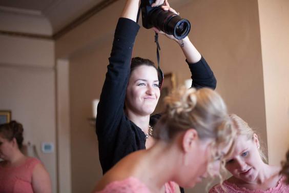 what-do-wedding-photographers-do