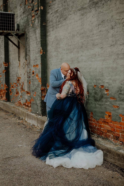 wedding photos taken in downtown jackson, michigan by deteroit are wedding photographer little blue bird photography.