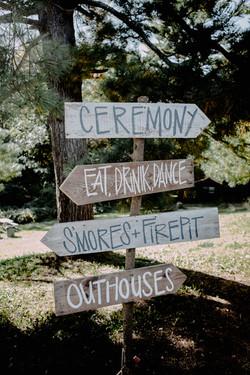 camp-wedding-decor