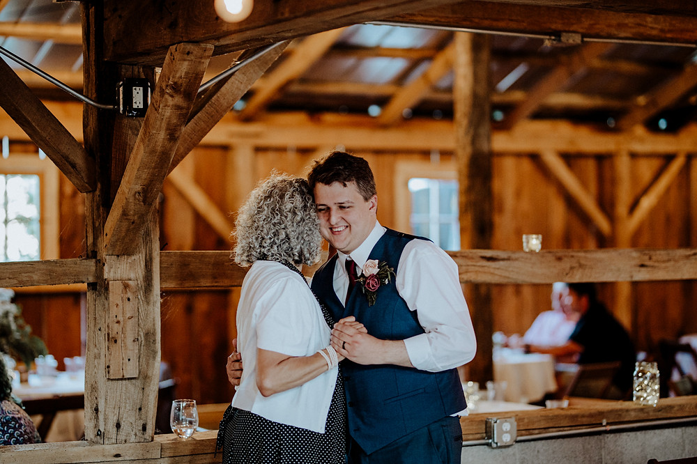 wedding at the milestone barn in bannister, michigan. photos taken by little blue bird photography.