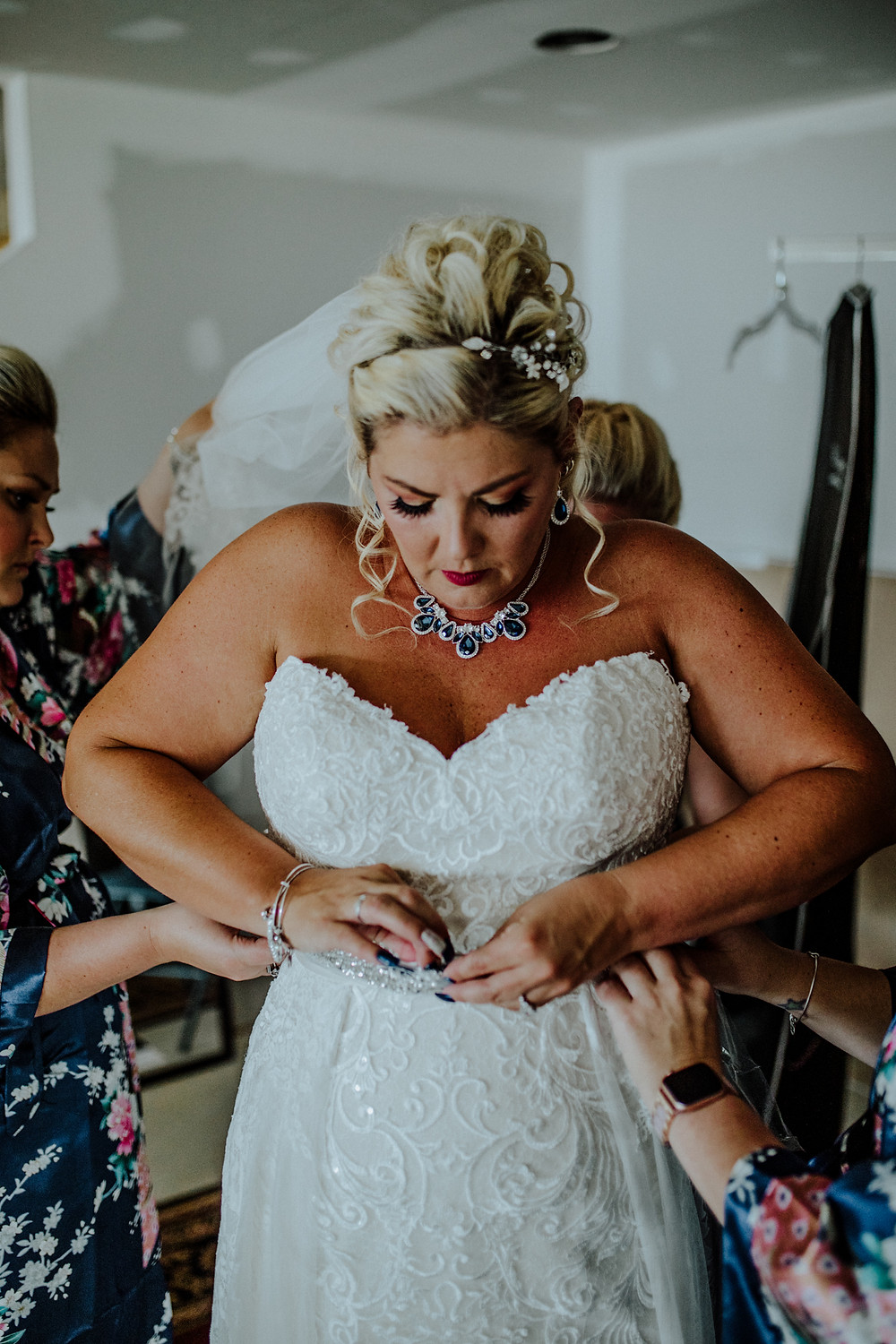getting ready photo by little blue bird photography in somserset michigan
