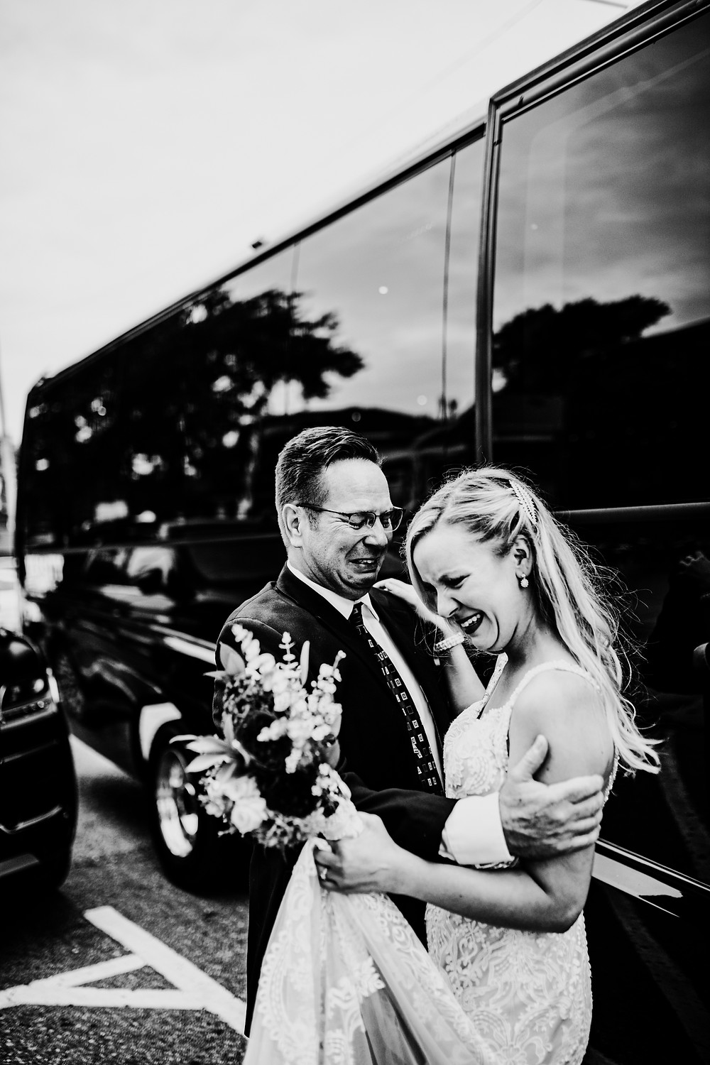first look between bride and her dad - photo taken in detroit by little blue bird photography