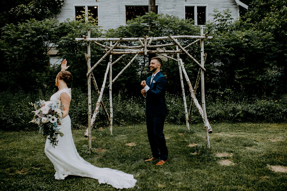 wedding photo taken by detroit wedding photographer little blue bird photography at the blue dress barn in benton harbor, michigan