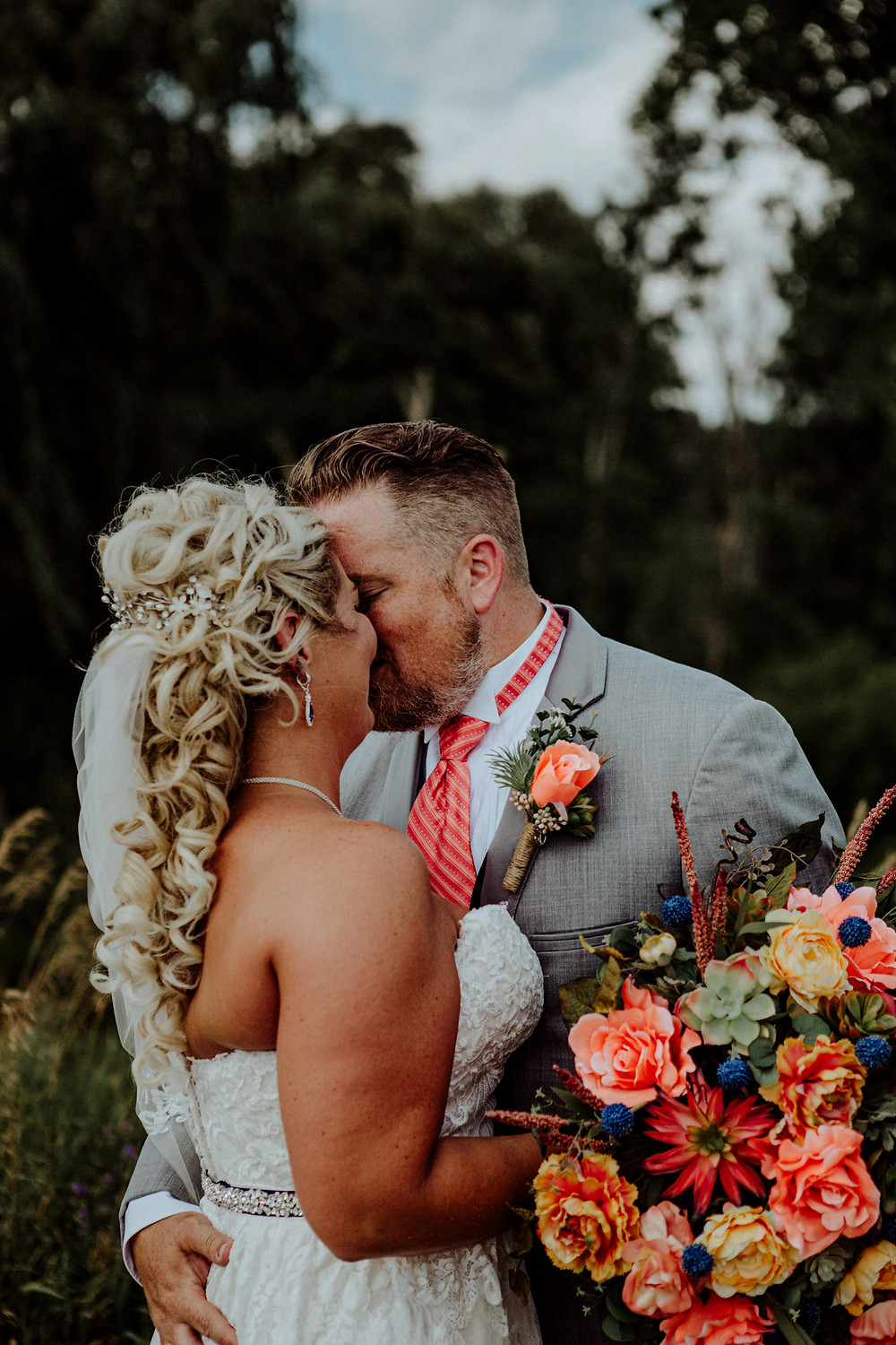 wedding photos by detroit wedding photographer little blue bird photography in somerset michigan