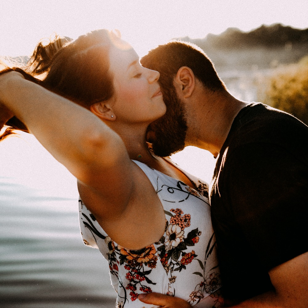 intimate-engagement-photos