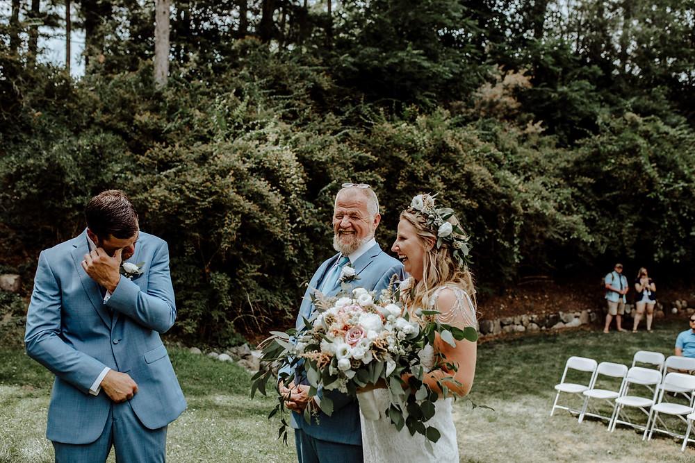 wedding photo at hillsdale arboretum taken by detroit area wedding photographer little blue bird photography