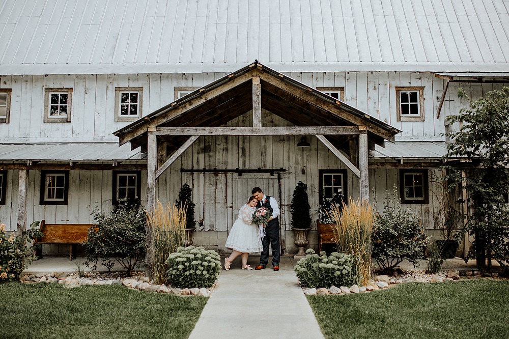wedding at the milestone barn in bannister, michigan. photos by little blue bird photography.