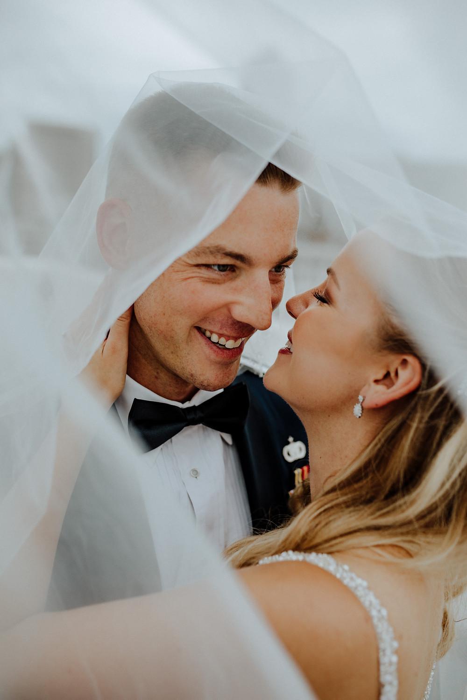 creative wedding photo by detroit wedding photographer little blue bird photography.