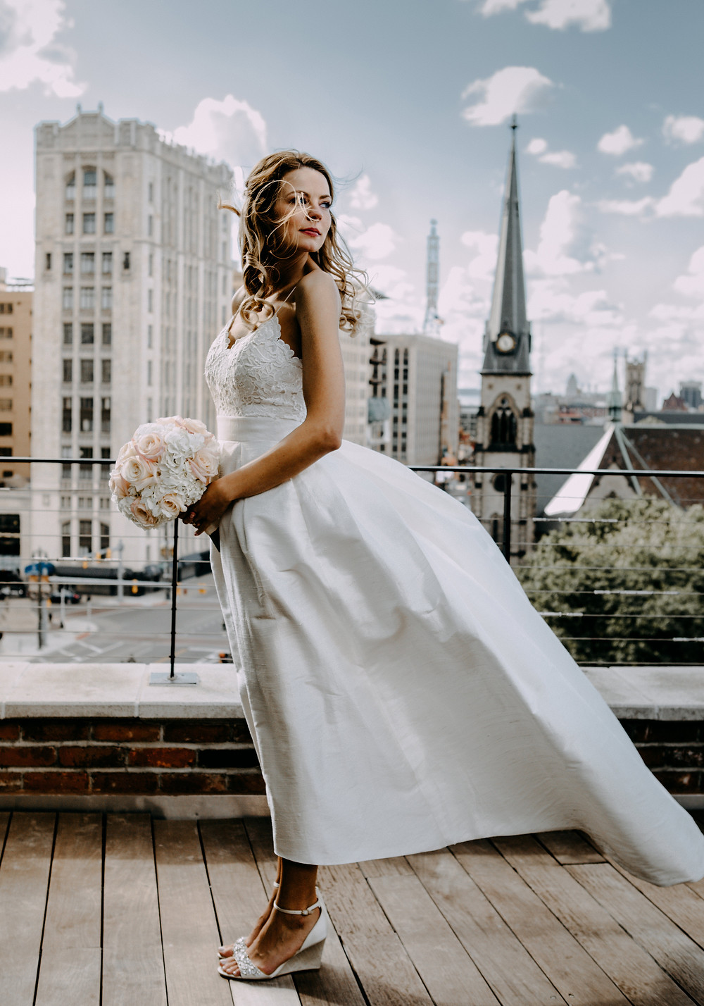 wedding photo at the madison loft in downtown detroit. photo taken by little blue bird photography.
