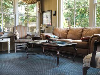 Magnolia sitting room.jpg