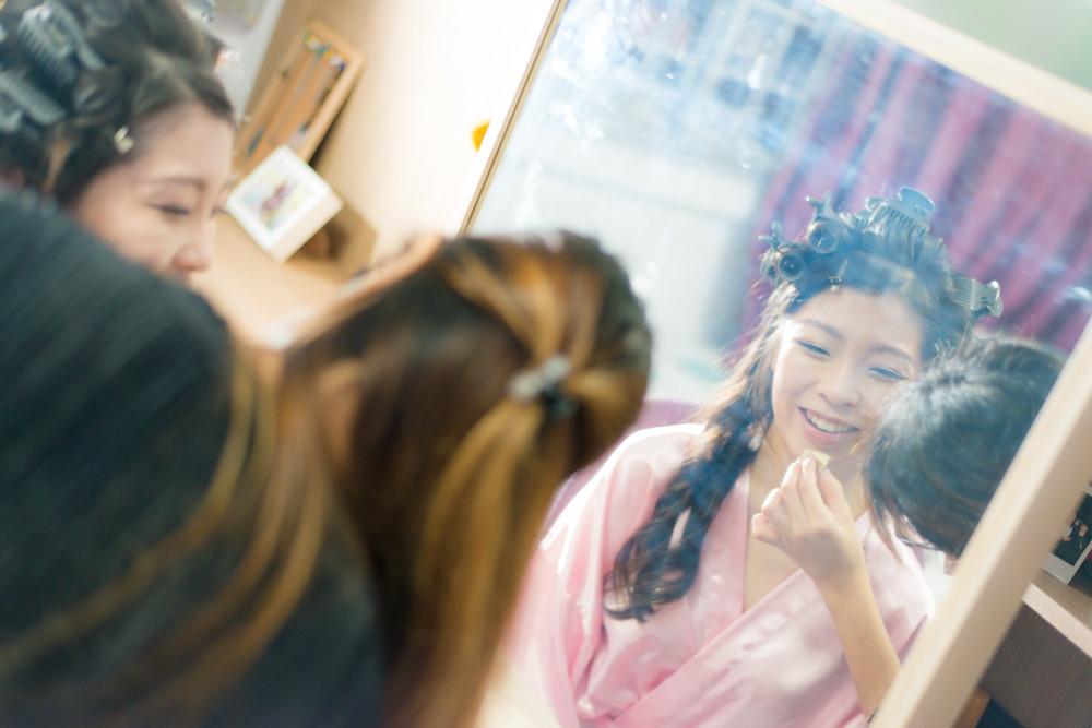 bride preparing wedding day photography