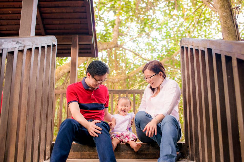 family photoshoot at singapore botanic garden