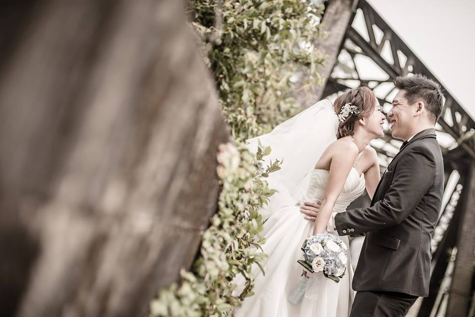 wedding photography railway track