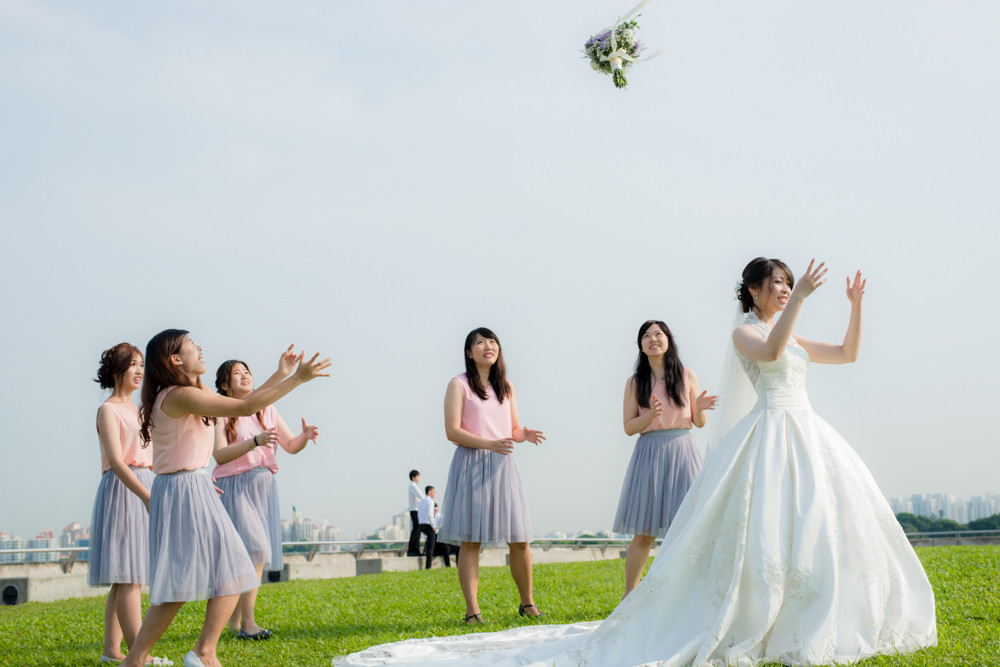 bride and sisters bouquet toss marina barrage wedding day photography