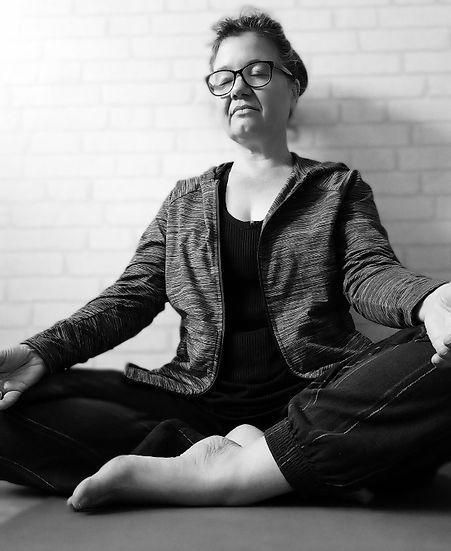 Nic Moy Online Yoga