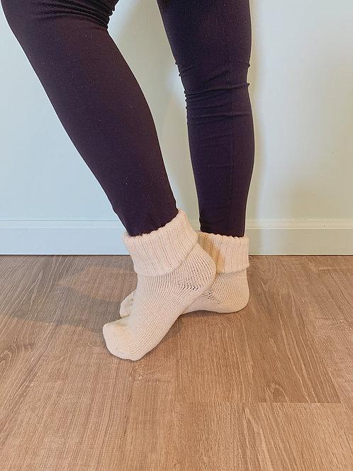 古代布靴下