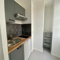 kitchenette (frigo et plaques et hotte)