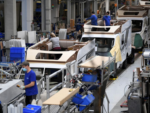 Khu vực đồng Euro tăng trưởng sản xuất, chi phí đầu vào tăng kỷ lục trong tháng 5