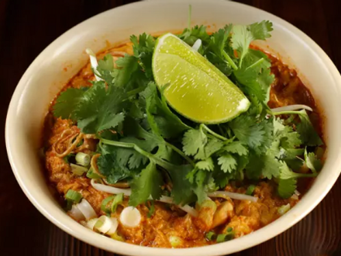 (TOFU )TAMARIND EGG DROP CURRY NOODLES WITH PEANUTS