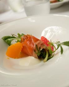 Al Palazzo restaurant starter: fruit and prosciutto salad | RollingBear Travels.