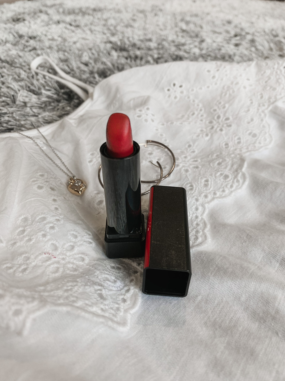 RollingbearTravels Blog / exotic red shiseido lipstick, plain hoop earrings, gold pendant necklace, lace detail