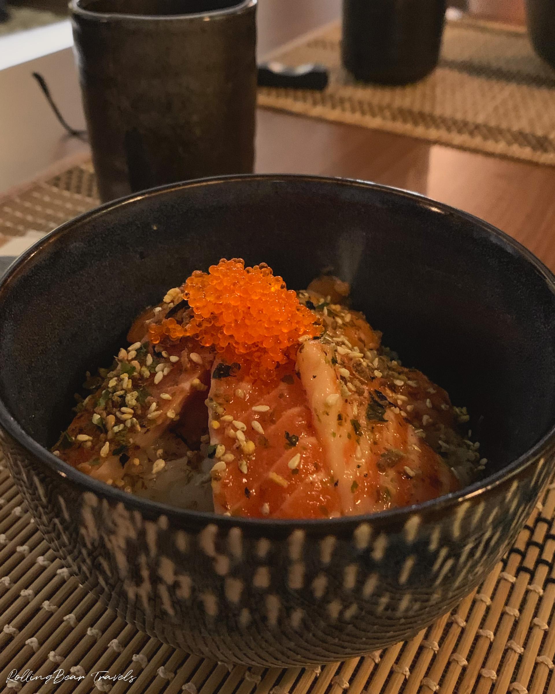 Salmon Sashimi Donburi, 二更Clock Eleven food | RollingBear Travels.