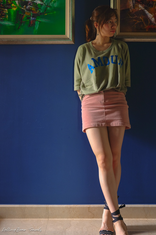 Style blogger in an oversized olive Zadig & Voltaire tee, pink denim skirt, navy Stuart Weitzman espadrilles | RollingBear Travels.