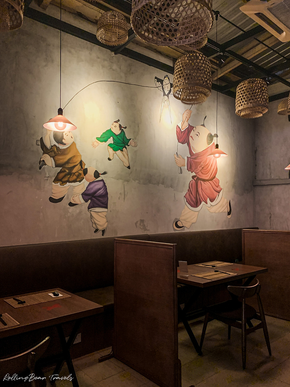 二更Clock Eleven interiors: minimalist wooden partitioned tables, Chinese art mural | RollingBear Travels.