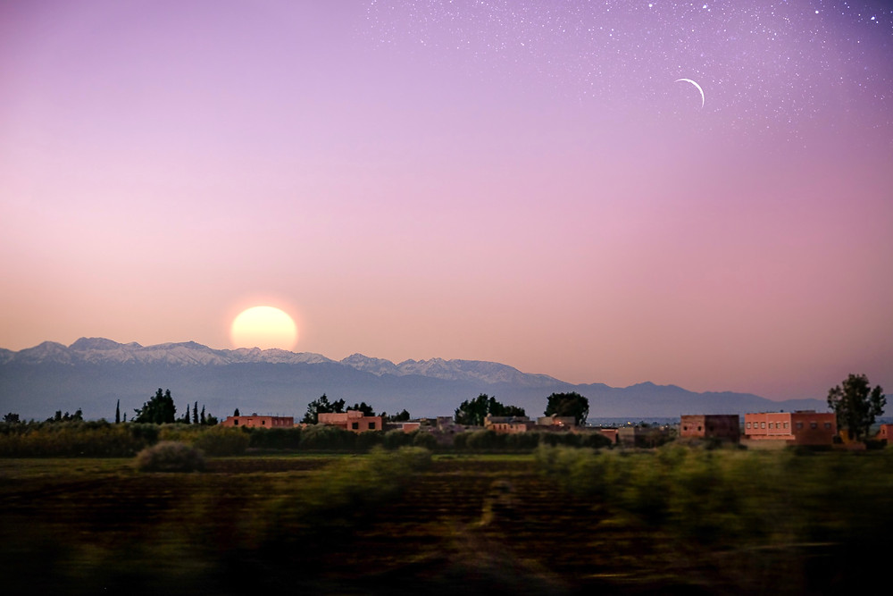 Morocco travel photography: Dawn breaking over a desert valley | RollingBear Travels.