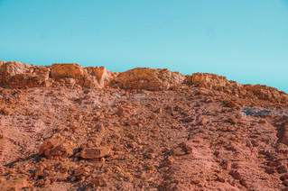 Ait-Ben-Haddou road trip scenery: Red mountains of the Atlas Mountains | RollingBear Travels.