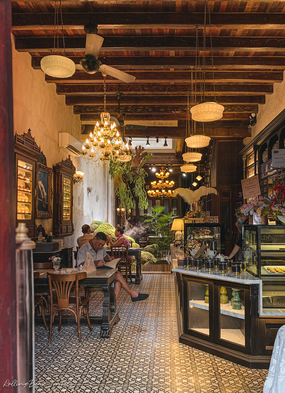 Bao Teck Teahouse Review: Traditional Peranakan style dining room interiors and heritage furniture | RollingBear Travels.