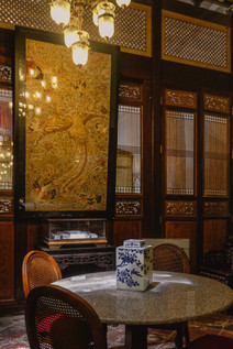 Oriental room interiors : Chinese phoenix embroidery artwork, Peranakan timber screens and furniture at the Seven Terraces Hotel / RollingBear Travels.