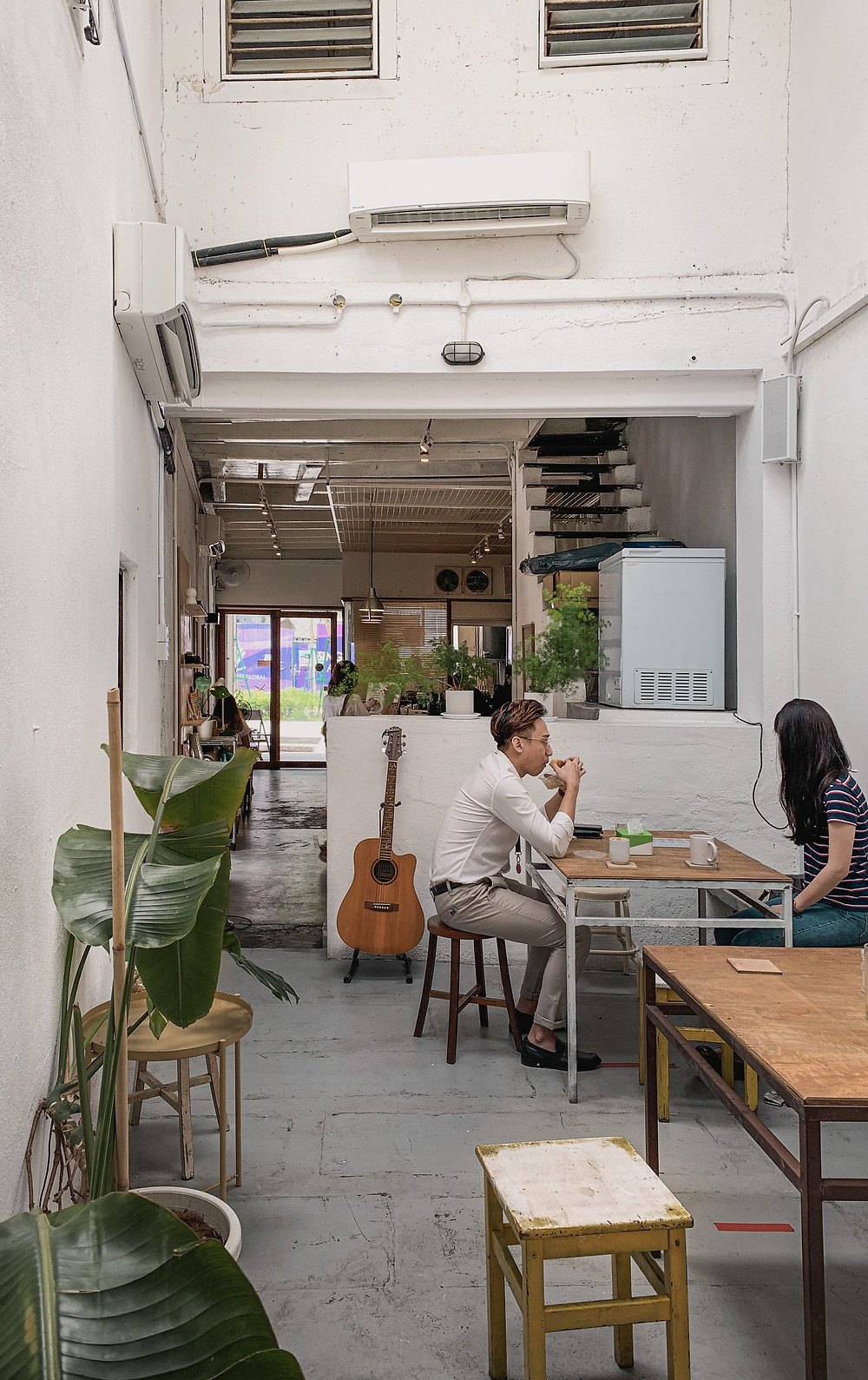 Industrial minimalist decor of Le楽 Cafe, Penang, RollingBear Travels interior photography.